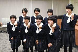 佐賀市役所を表敬訪問し、全国大会への意気込みを語った佐賀清和高陸上部の選手たち=佐賀市役所