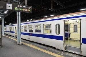 JR筑肥線唐津発伊万里行き最終列車。唐津駅を出発直前で乗客は1人もいない