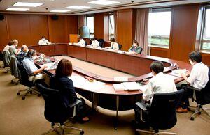 唐津市と糸島市にまたがる脊振山系での風力発電計画に関する県環境影響評価審査会=県庁