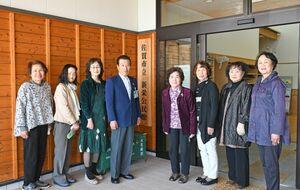 30年以上、障害者支援施設での交流活動など続ける新栄ボランティアのメンバー=佐賀市の新栄公民館