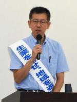 福島原発事故の生活への影響を訴える服部さん=佐賀市の佐賀商工ビル
