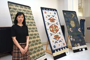 「和更紗」をテーマにした新作が並ぶ=佐賀市の徴古館