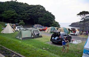 昨年7月にリニューアルオープンし、大勢の宿泊客でにぎわっている波戸岬キャンプ場=唐津市鎮西町