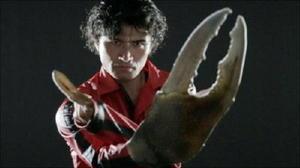 「ガタバトル~愛の戦士ムツゴロウvs甲殻の騎士シオマネキ」の一場面