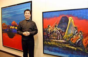 音楽から着想し、鮮やかな色彩を放つ油絵など約50点が並ぶ=佐賀市の高伝寺前村岡屋ギャラリー
