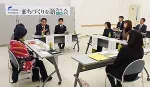 まちづくりを語ろう会@上峰で意見を交わす参加者たち=上峰町民センター
