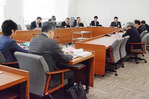 佐賀豪雨の検証結果が報告された佐賀市議会水害対策調査特別委員会=市議会会議室