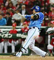 9回DeNA2死、宮崎が左中間に本塁打を放つ=マツダ