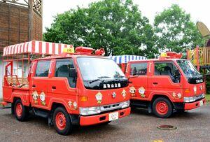 消防団で使っていた消防用車両を改造、整備した巡回バス=神埼市脊振町の高取山公園の山頂
